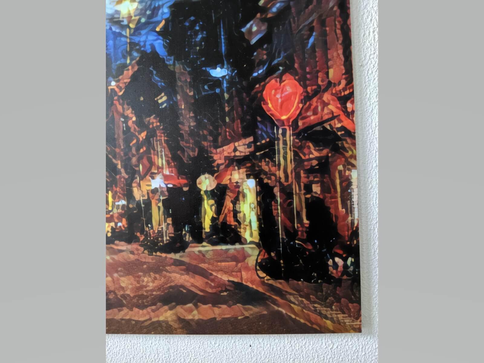 Dit werk in rode en blauwe tinten is een prachtige toevoeging aan uw interieur